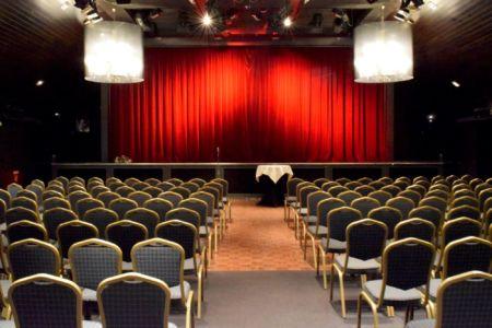 De grote zaal waar de lezingen worden gehouden